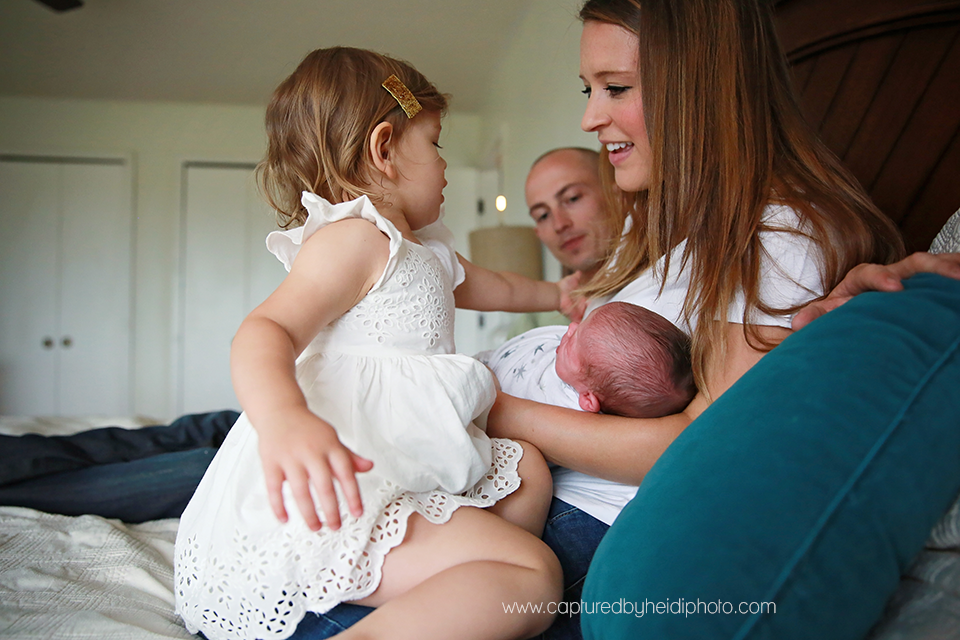 10-central-iowa-newborn-photography-lifestyle-photographer-in-home-baby-session-desmoines-huxley-ames-st-charles-buckingham.png