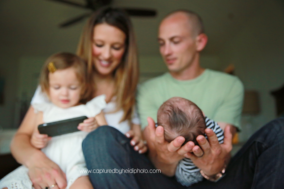 15-central-iowa-newborn-photography-lifestyle-photographer-in-home-baby-session-desmoines-huxley-ames-st-charles-buckingham.png