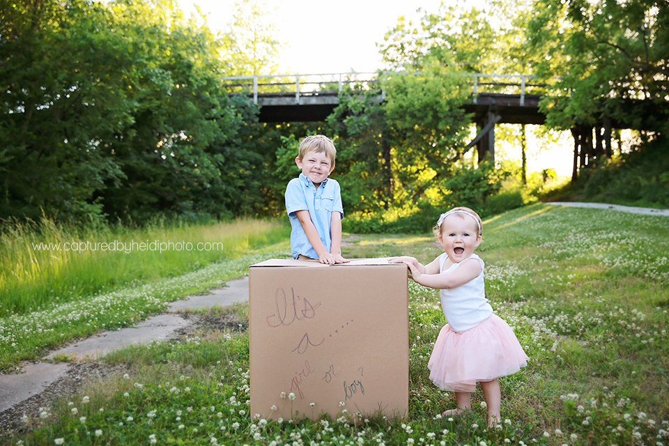 1-central-iowa-baby-children-family-photographer-cbh-photography-captured-by-heidi-gender-reveal-pink-balloons-brother-sister-plain-cardboard-box-sunset-pink-blue-rusty-heidi-hicks.png