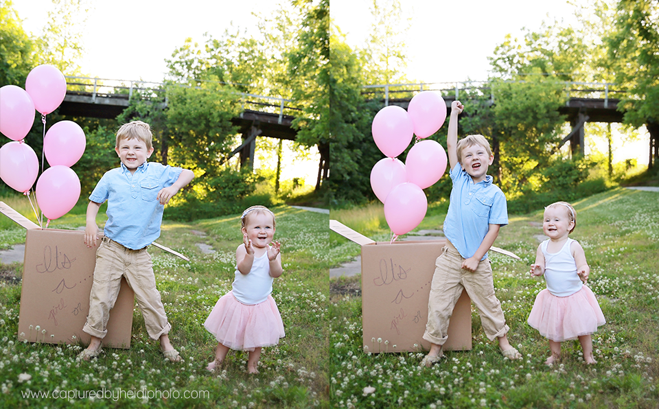 4-central-iowa-baby-children-family-photographer-cbh-photography-captured-by-heidi-gender-reveal-pink-balloons-brother-sister-plain-cardboard-box-sunset-pink-blue-rusty-heidi-hicks.png
