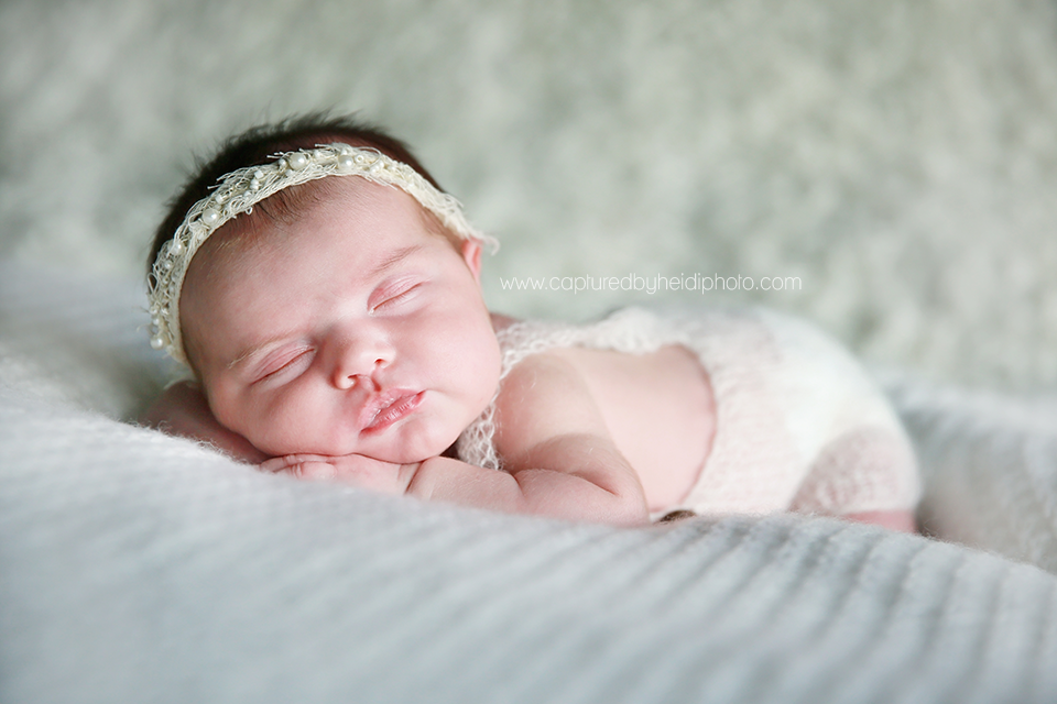 4-central-iowa-newborn-photographer-lifestyle-photography-in-home-baby-girl-huxley-ankeny-ames-desmoines-nobiling.png