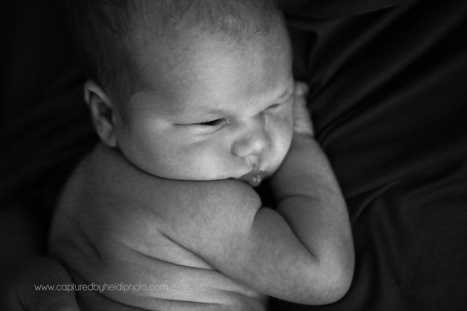 5-central-iowa-newborn-photographer-captured-by-heidi-photography-heidi-hicks-huxley-ankeny-desmoines-in-home-lifestyle-session-big-sister-crib-michelle-haupt.png