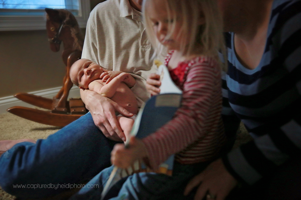 9-central-iowa-newborn-photographer-captured-by-heidi-photography-heidi-hicks-huxley-ankeny-desmoines-in-home-lifestyle-session-big-sister-crib-michelle-haupt.png