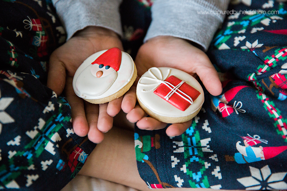 11 central iowa family photographer huxley desmoines ankeny captured by heidi hicks yume cookies christmas minis pajamas santa milk cookies.jpg
