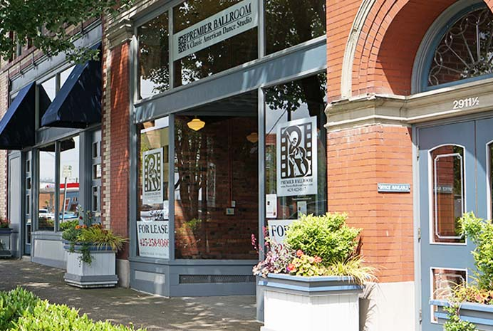 2911 Hewitt Avenue Details: Tucked away in a gorgeous brick building on busy Hewitt Avenue, this retails space has huge street-facing windows, lovely landscaping, and tons of character. Perfect for a clothing boutique, specialty gift shop, or shoe store. Managed By: Harbor Mountain Development. Phone: 425.258.9366