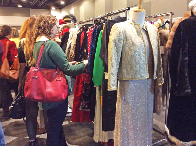 Ottawa-Vintage-Clothing-Show-browsing-two.jpg
