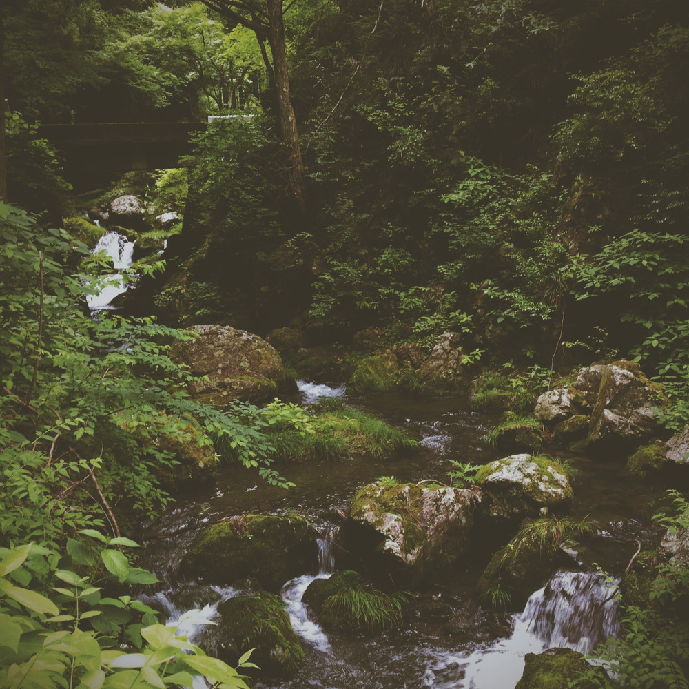 鋸山 river