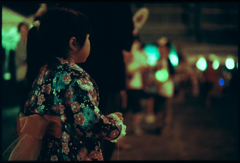 closeup-little-girl-back.jpg