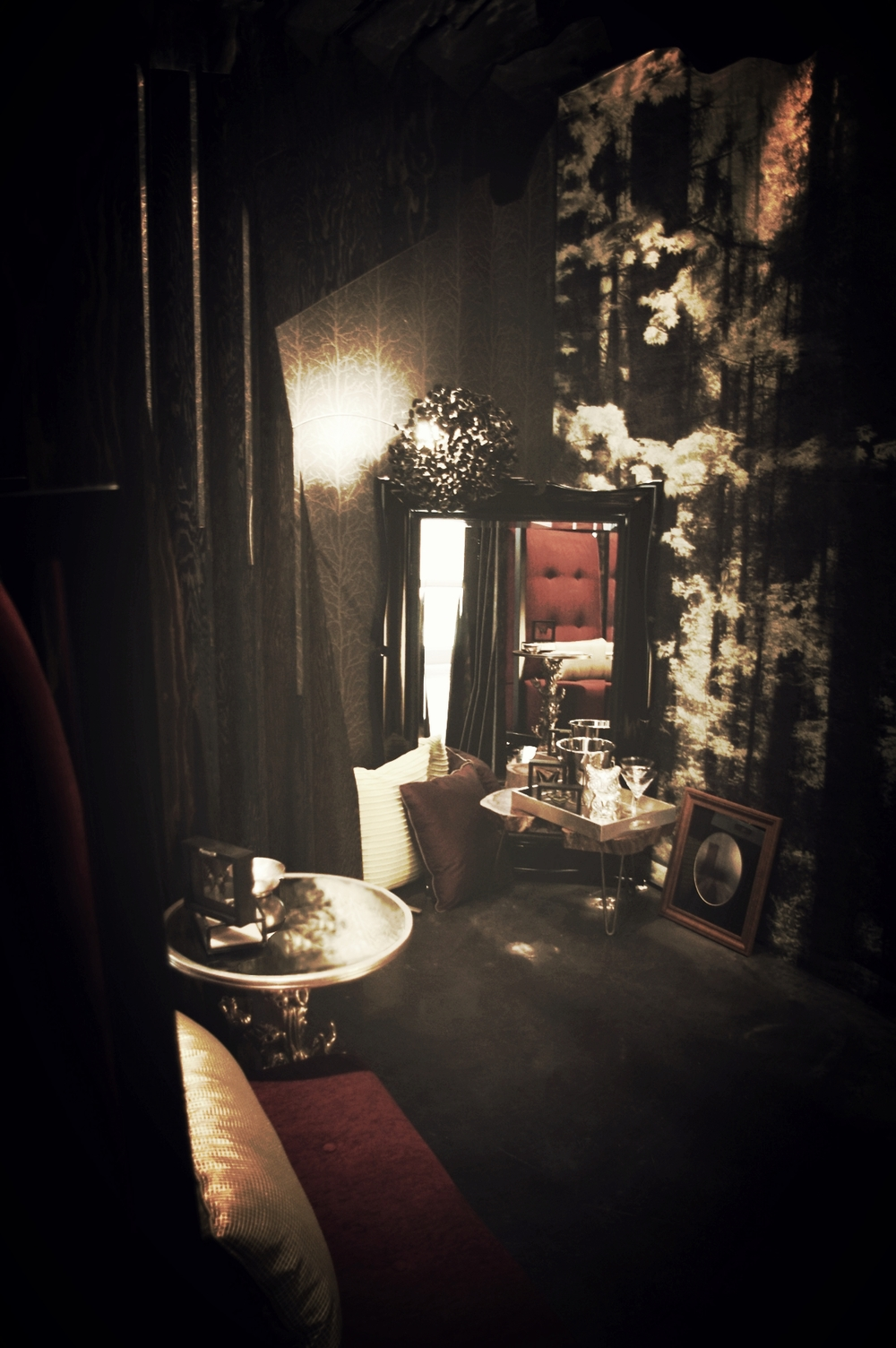 17_Dark Fairytale_Interior2.jpg