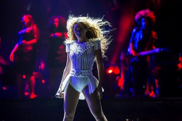 Beyonce-Mrs-Carter-World-Tour-2013-597x398