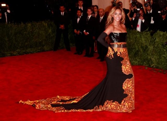 Beyoncé Pregnant at the MET