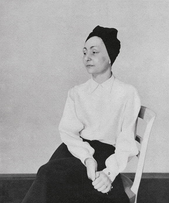 That simple black and white 1949 portrait of Madame Gres in her own turban always stands out in my head. I didn't know what to do with my hair this weekend, so I grabbed a piece of navy silk from my sewing stash and wrapped it around my head. And the best part is, there's no right or wrong way to do it.