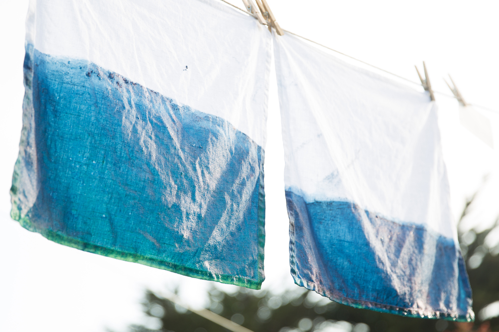 DIY Dip-Dye Indigo Napkins - Hanging on the Line