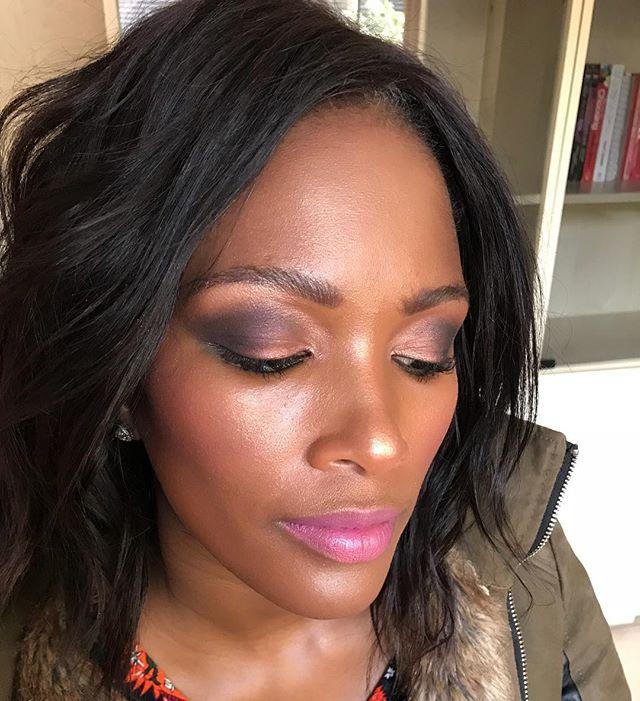 Smokey bronze eye created using  @swiitchbeauty #slaysfordays palette & @thebalm Meet Matte Trinity palette. Glowing Highlight using  @maccosmetics mineralized skin finish in Gold deposit #kellifuchsmakeup #makeup #makeupartist #hairstylist #hair #getthelook #bts #motd #maccosmetics #macpro #swiitchbeauty #thebalm