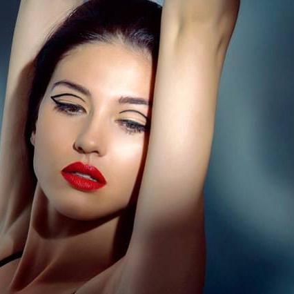 • Liner Magic • #kellifuchsmakeup #makeupdiaries #hairofinstagram #beautymakeup #beautygram #beauty #wingedliner #liner #tuesdaymotivation #makeupbyme #makeupdolls #makeupoftheday #makeupmurah #makeupartist #muaawesome