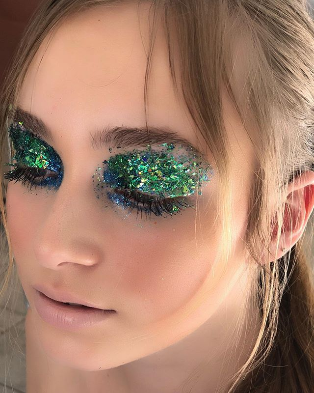 I'm glitter obsessed! #comingsoon #bts #kellifuchsmakeup #makeup #makeupartist #glitterbomb #glittermakeup #glittereyeshadow #hairofinstagram #hairgoals #wakeupandmakeup #makeuponfleek #undiscoveredmuas #beautygram #beautymakeup #beautyhacks #makeupdolls #makeupgeek #makeupobsessed #makeupaddiction #makeupdiaries  #mymacstoryafrica