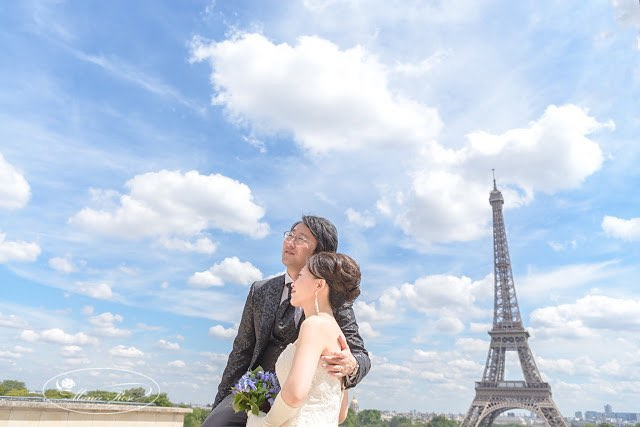 Under the amazing sky in #Paris🌤#パリの空#マリエローズパリウェディング#パリ#パリフォトツアー #パリフォトウェディング #フォトウェディング #パリロケーションフォト#パリウェディング #ウェディング#前撮り#後撮り#花嫁#プレ花嫁 #ハネムーン#マリエローズ#海外挙式 #海外ウェディング #青空#エッフェル塔#parisphotos #photowedding #eiffeltower #toureiffel #bluesky#honeymoon#wedding #beautifulsky