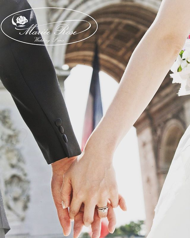 We swear by Arc de Triomphe💕#誓い#マリエローズパリウェディング#凱旋門#指輪ショット #パリ#パリロケーションフォト#パリウェディング #パリフォトツアー #パリフォトウェディング #前撮り#結婚指輪 #フランス#ハネムーン#海外挙式#海外ウェディング#花嫁#プレ花嫁#paris#arcdetriomphe #wedding#pariswedding #photowedding #honeymoon#weddingring #france