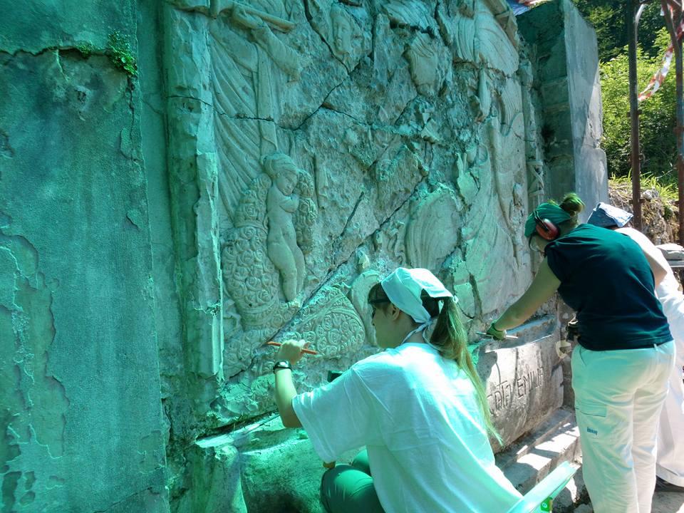I restauri in corso a Kamno (fonte: FB Ass. Emilia Romagna al Fronte)