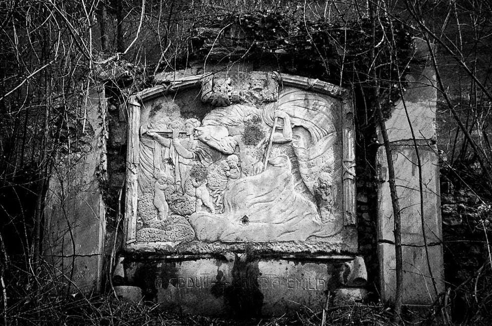 """Foto d'epoca del monumento alla Brigata """"Emilia"""" nel cimitero perduto di Kamno (Slovenia): gentile concessione Dott. Giacomo Bollini"""