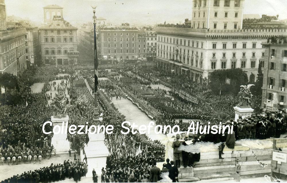 045 folla cerimonia milite ignoto 1921.jpg