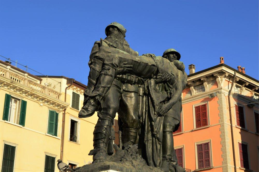 Il monumento ai Caduti della Grande Guerra sul lungolago di Salò (Angelo Zanelli, 1930)