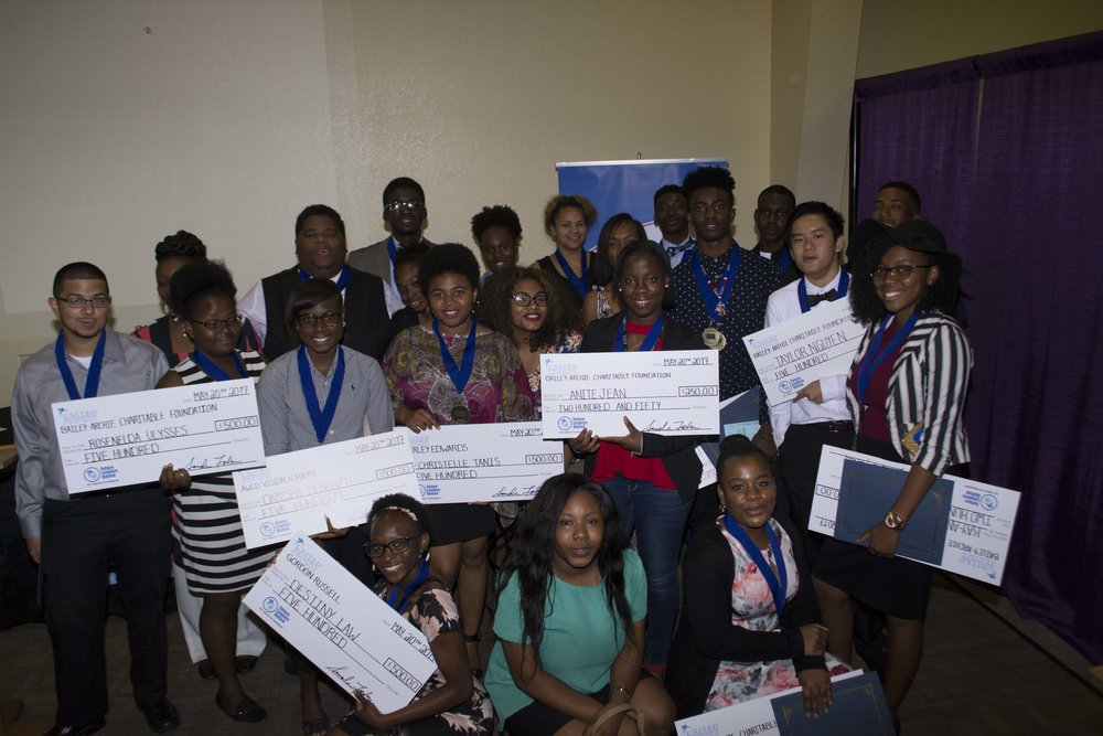 Future Leaders United Students receiving scholarship May 2017