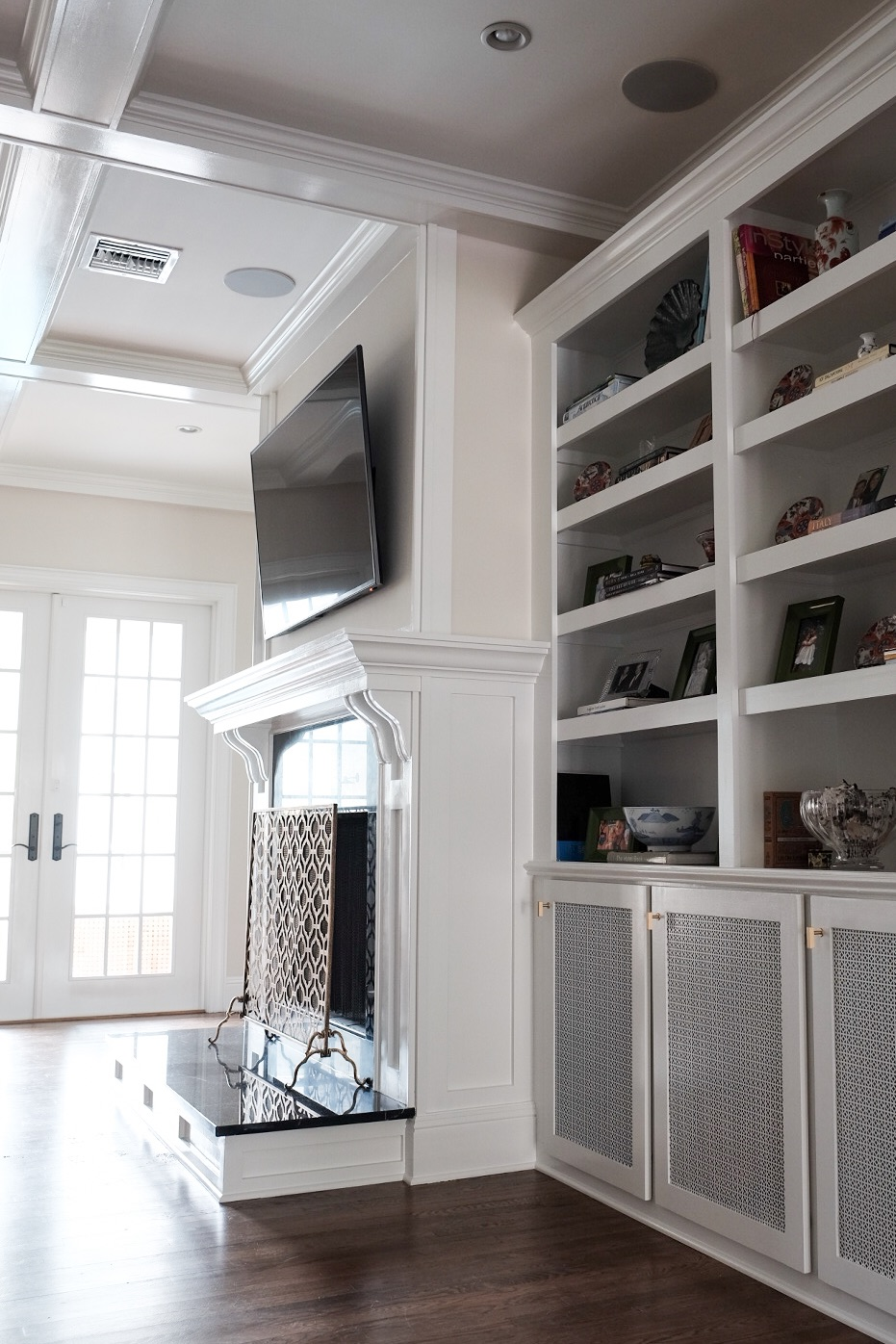 custom built in book shelf and fireplace surround | Tampa, FL