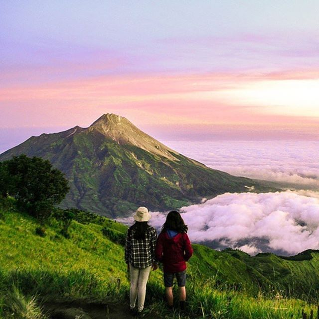 Those colors though! Grab your adventure partner and head to #MountMerbabu in Central #Java, #Indonesia... This view is waiting for you! #THINKLESSTRAVELMORE @letstravelindonesia #backpackerindonesia #letstravelindonesia #travelingindonesia #indonesiaisme #thisisindonesia