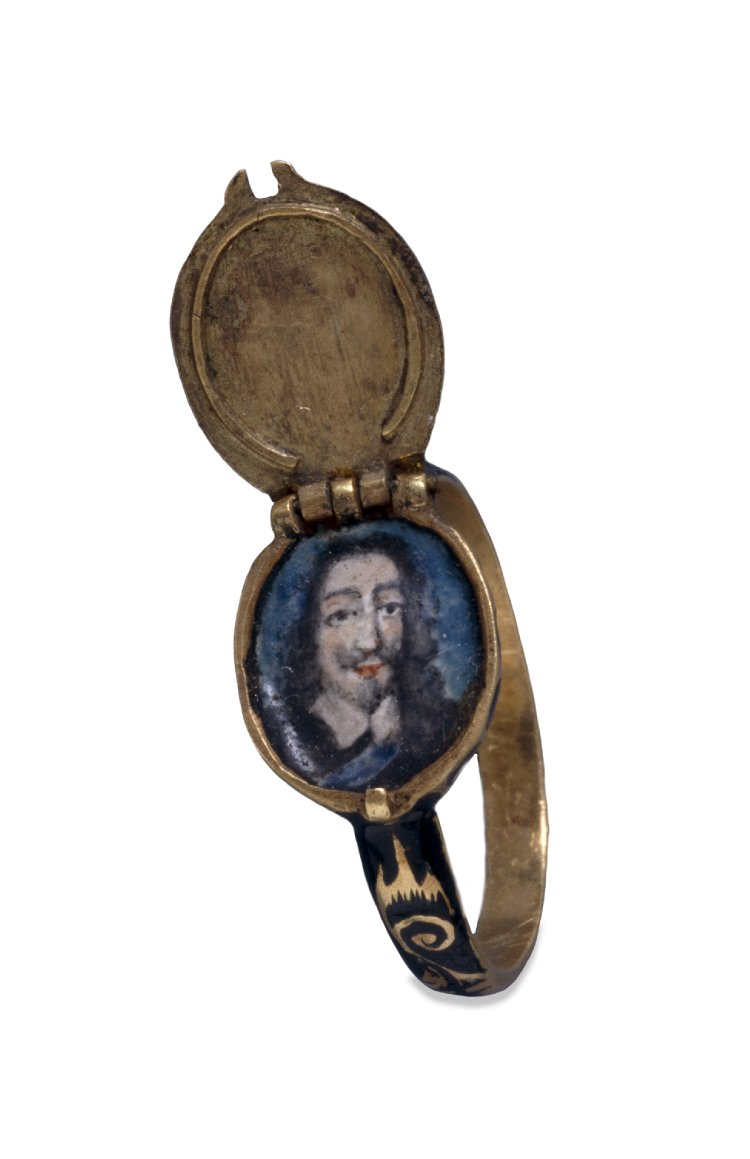Mourning ring with portrait of Charles I, 17th century.