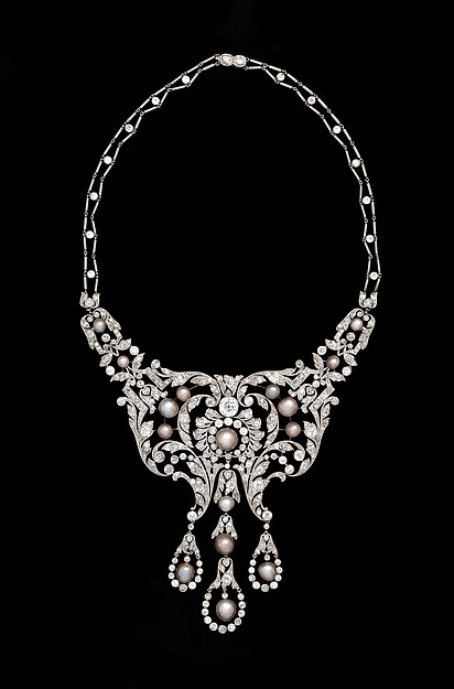 Diamond, pearl and platinum necklace c. 1905, Dreicer & Co, New York. Metropolitan Museum of Art.