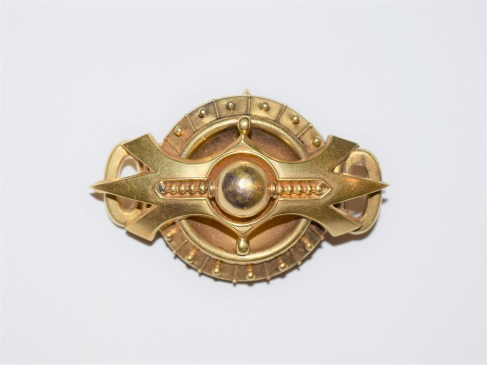 A 15K gold brooch pendant with its original pin and catch made c. 1860.