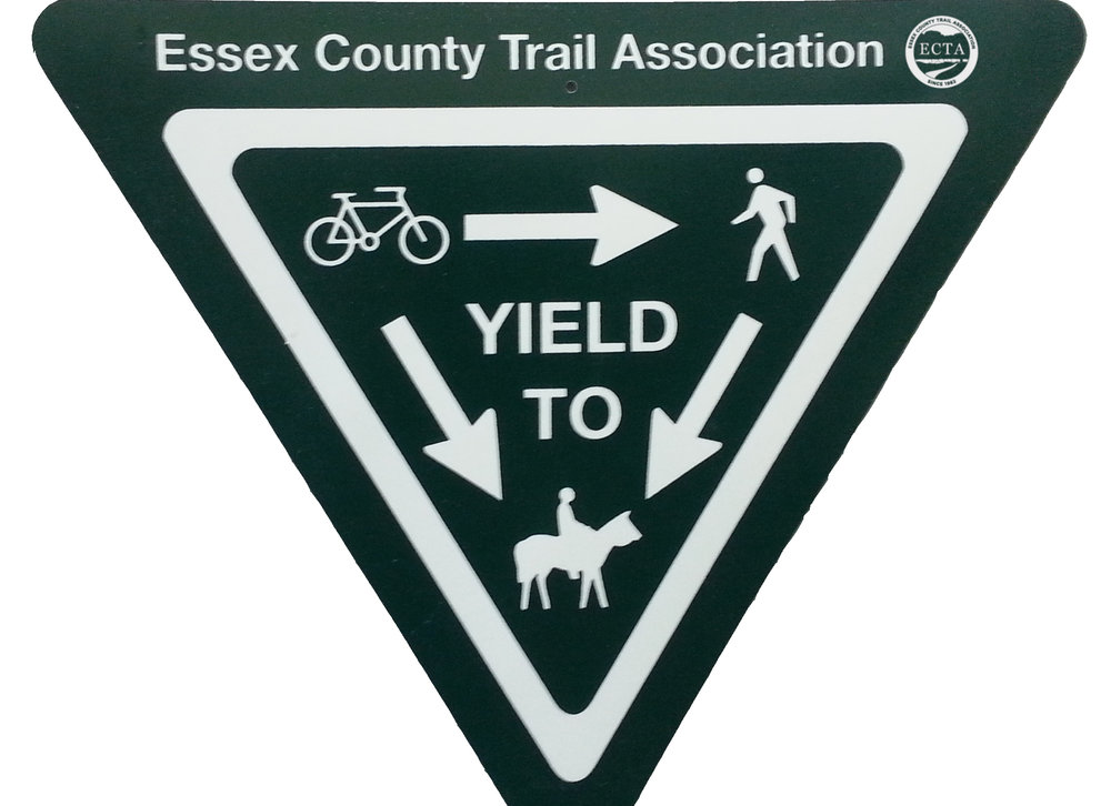 trail-yield-sign.jpg