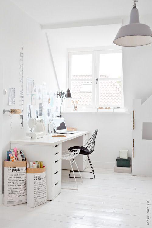 http://decoracion.facilisimo.com/blogs/ideas-practicas/inspiracion-e-ideas-para-crear-espacios-de-trabajo-en-casa_1317314.html
