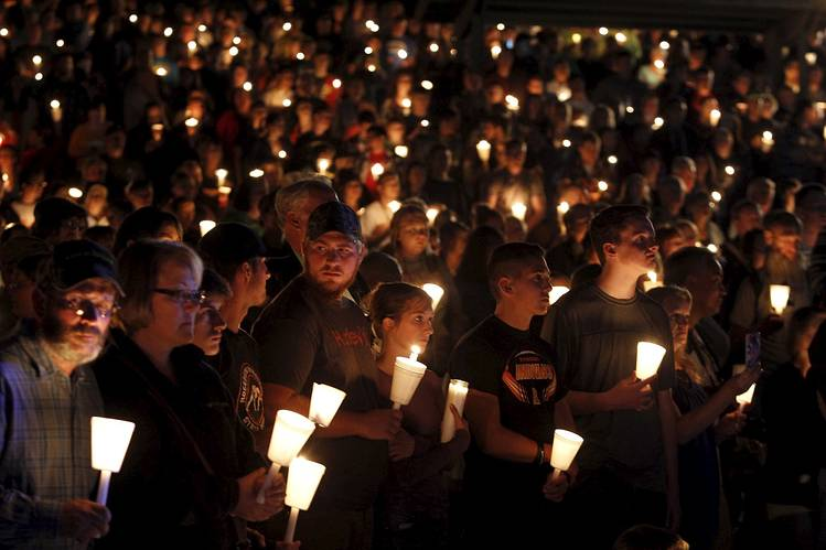 Candlelight vigil for shooting victims for last week's Roseburg shooting victims. Image courtesy of the Wall Street Journal.