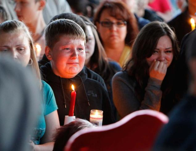 Reynolds High School candlelight vigil. Image courtesy of the New York Daily News.