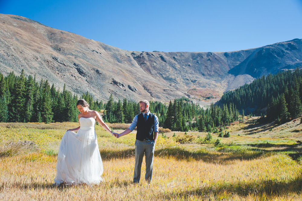 colorado bride and groom in a huge valley in the middle of the colorado rocky mountains | Keeping Composure Photography