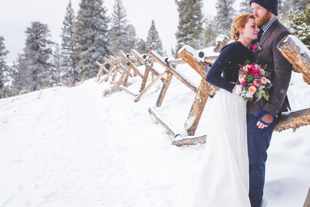 sapphire point colorado winter elopement in the snow, with flowers from petal and bean in breckenridge, planned by summit mountain weddings and photographed by keeping composure photography