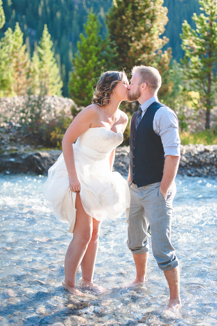 newlywed couple takes adventure to a whole new level: they headed straight into the freezing colorado stream, for a beautiful (and fun!) photo!