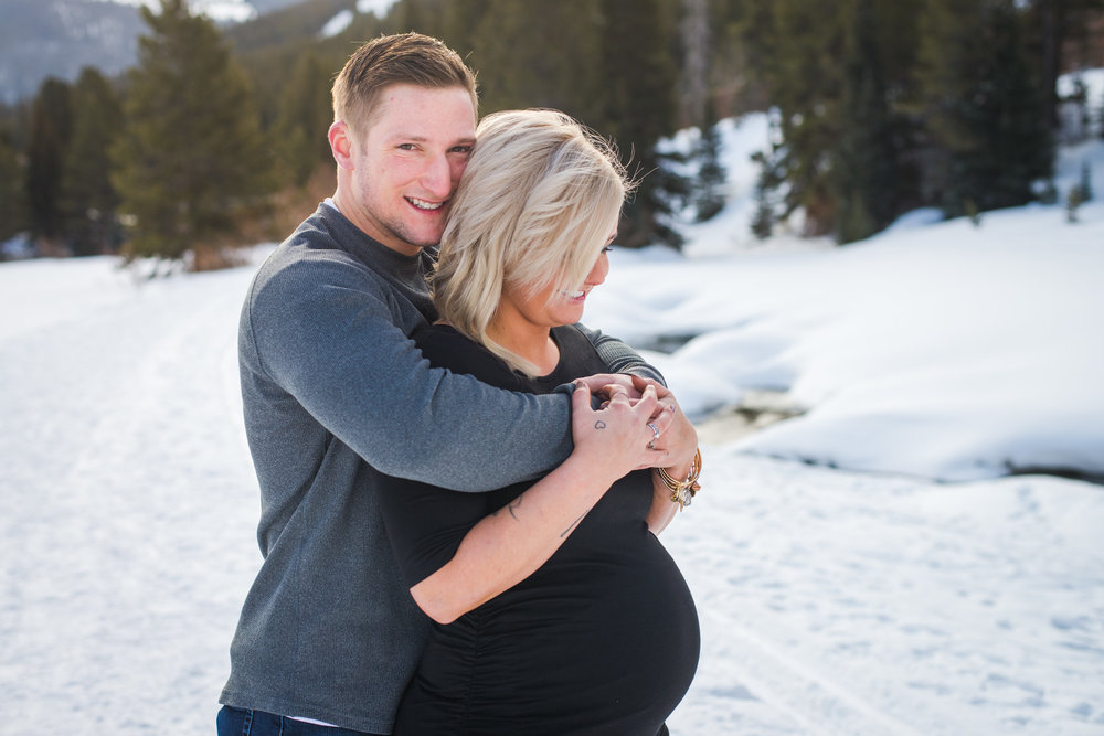 Destination maternity session in the heart of the Colorado Rocky Mountains at Copper Mountain | Keeping Composure Photography