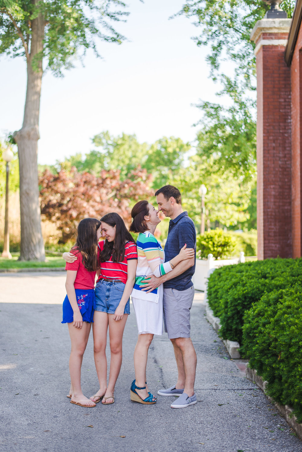 Colorado-based portrait photographer travels to St. Louis, Missouri for family portraits in Tower Grove Park. Traveling + Destination Photographer: Keeping Composure Photography
