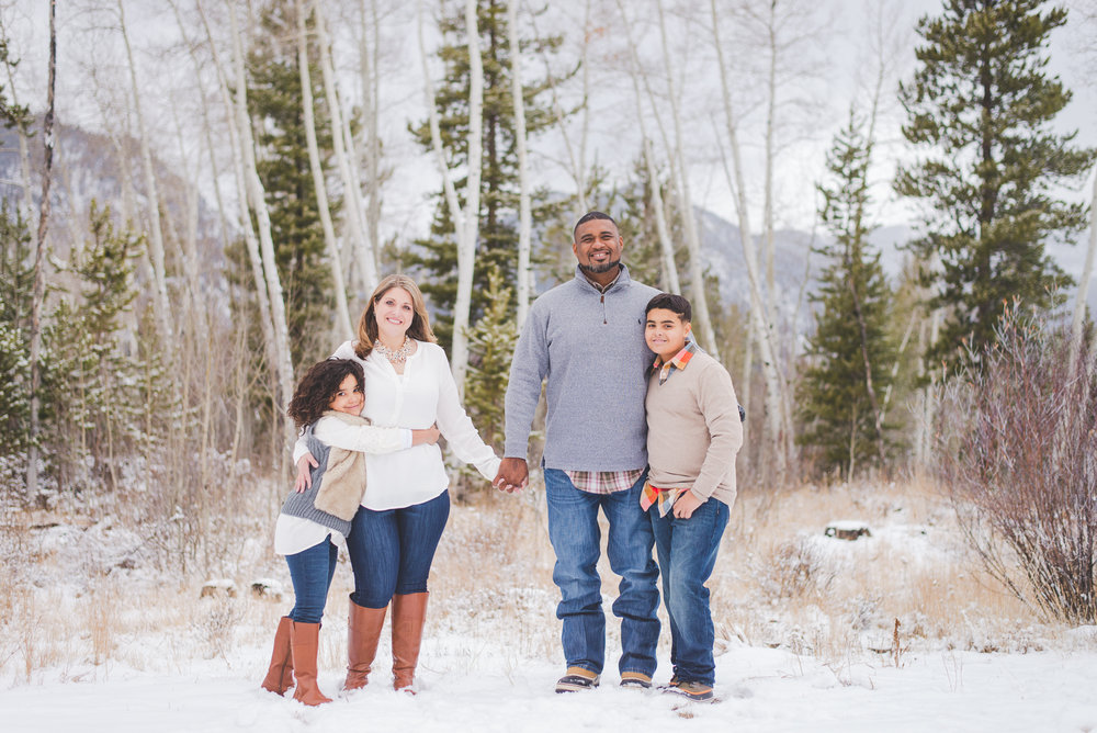 Snowy winter family photos in Frisco, Colorado | Coordinating the Crew | Keeping Composure Photography