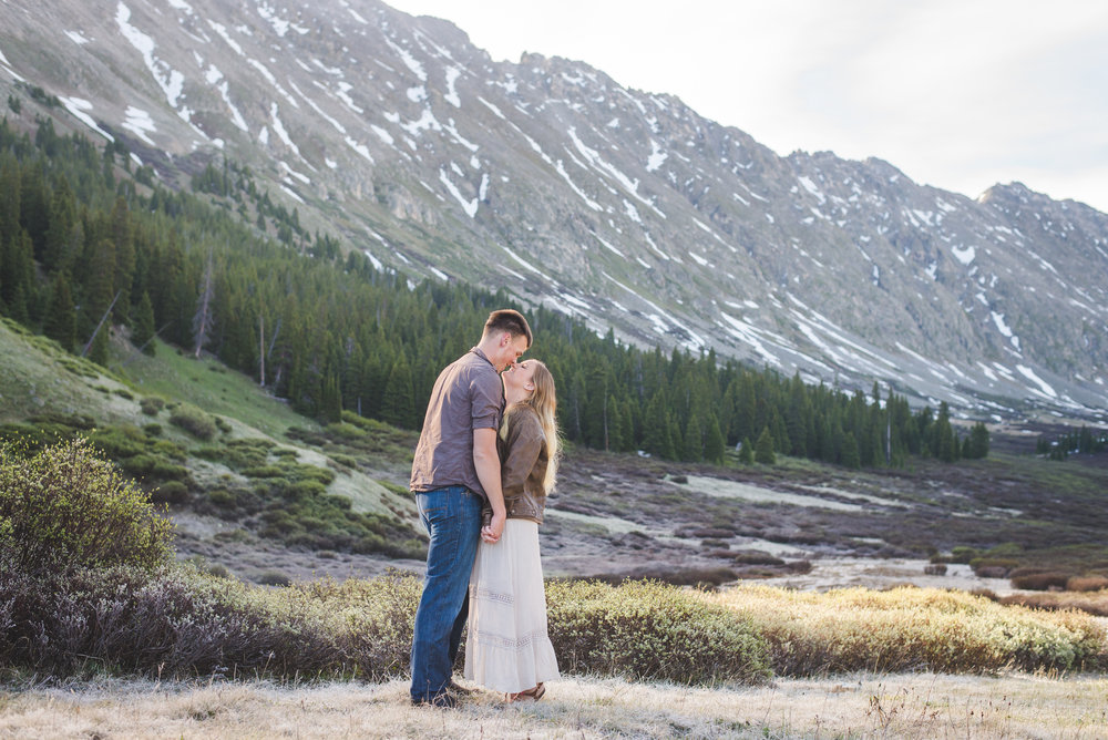 Sunrise couples portrait session in the Colorado Mountains | Choosing Colors for your Session | Keeping Composure Photography