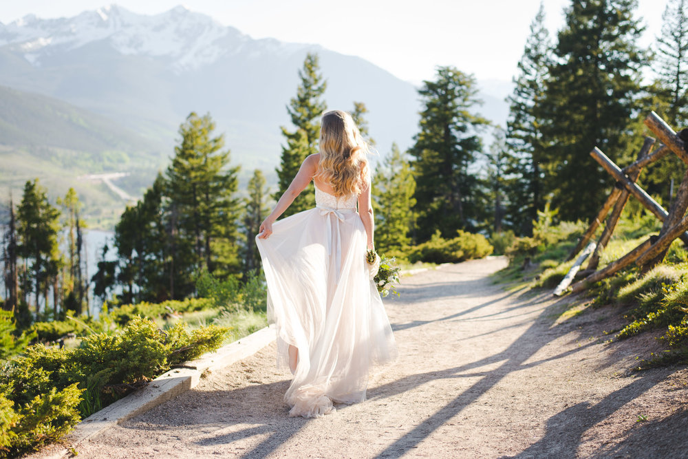intimate summer wedding overlooking lake dillon in the colorado mountains | keeping composure photography + summit mountain weddings