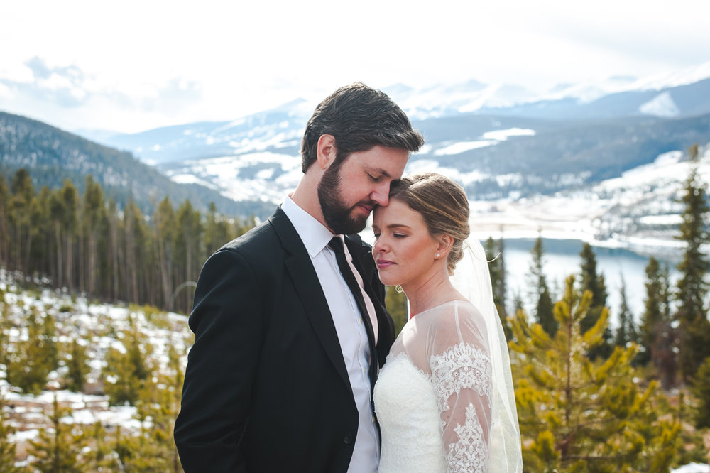 Intimate early winter wedding in Breckenridge, Colorado | Keeping Composure Photo