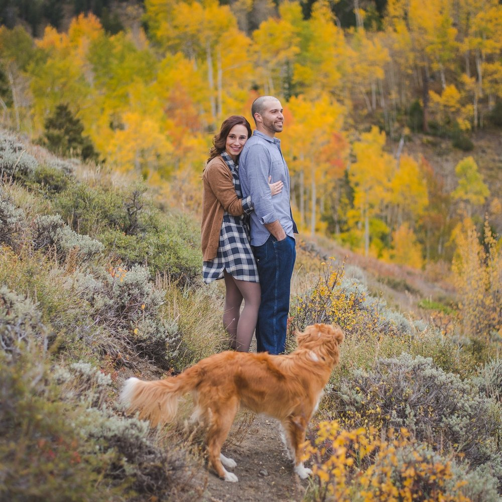 autumn engagement photos in colorado mountains