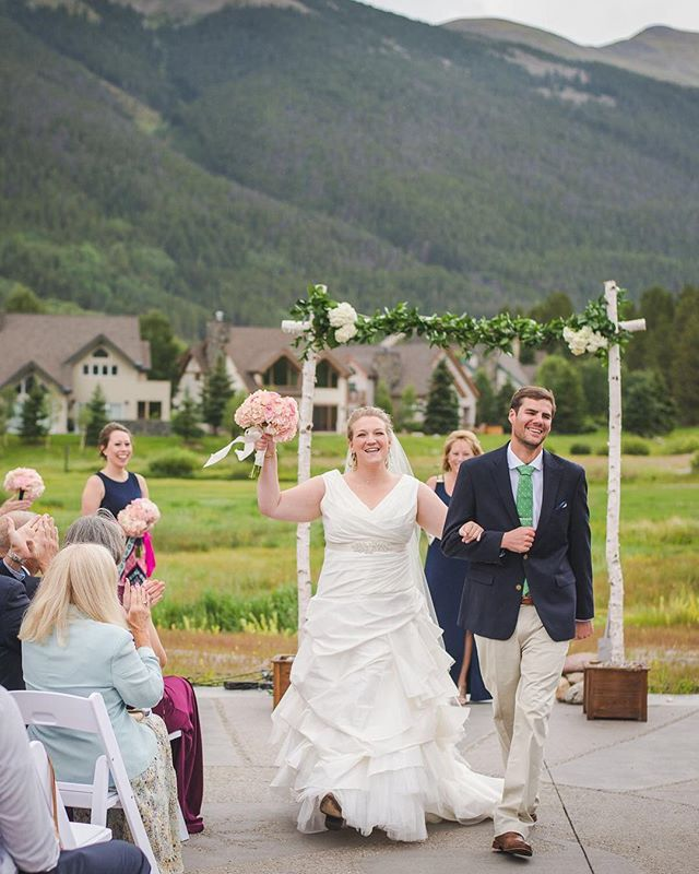 ✨ *Whew!* It has been a long few weeks filled with weddings + travel + LIFE! 😆 In the midst of it all, I missed a pretty important shoutout, so better late than never:⠀ .⠀ ❤️👏 @k_vanpatten, happy {belated} anniversary!!! I almost can't believe this was just over a year ago - how time flies?! I miss seeing your smile here in Summit, but I couldn't be happier to know that you two are building your life together closer to family.⠀ .⠀ 🥂 Cheers to all of the beautiful moments still to come! xoxo