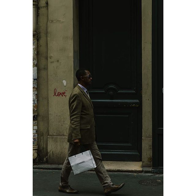 Chanel. ---- ---- ---- ---- ---- ---- ---- ---- #spjstreets#photoobserve #streetphotographyincolors#challengerstreets #ig_streetphotography#Everybodystreet #thestreetphotographyhub #streetphotographer#StreetsGrammer #street_photographer#wearethestreet #ourstreets #StreetPhotographersCommunity #life_is_street #streetpeople #bnw_demand #streetdreamsmag #spi_minimalism #streetshared #streetclassics #jj_streetshots #streetportraits #capturestreets #everybodystreet #fromstreetswithlove  #SPiCollective #streets_storytelling #StreetLife_Award #MySPC