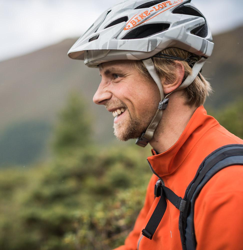 Harald Philipp war von 2007 bis 2015 Ausbilder im DIMB Bundeslehrteam für BikeGuides und FahrtechnikTrainer. Als selbständiger Fahrtechniklehrer vermittelte er von 2005 bis 2015 seine Fahrphilosophie auf alpinen Trails.