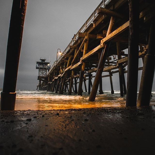 The stillness of the air rivals the turbulence of the sea. #sanclementepier #overcastsky #socalbeaches #canon #canonm50
